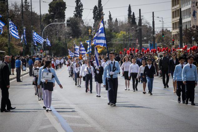 Καταχειροκροτήθηκαν τα σχολεία της Αθήνας στην παρέλαση