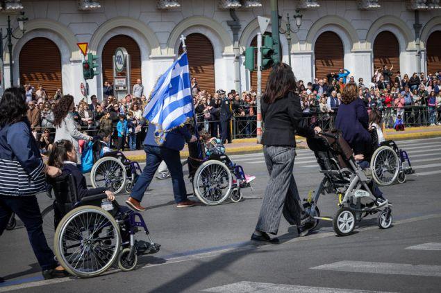 Συγκινητικές στιγμές στην παρέλαση