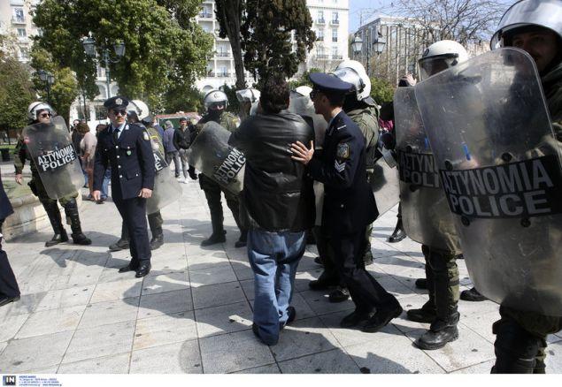 Διαμαρτυρία κατά της Συμφωνίας των Πρεσπών πριν από τη μαθητική παρέλαση (Φωτο: INTIMENEWS)