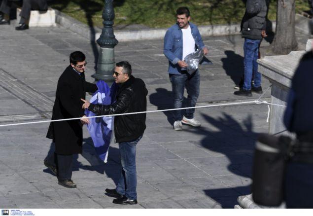 Απαγορεύεται οι πολίτες να πλησιάσουν στην εξέδρα των επισήμων