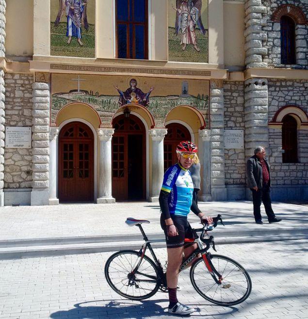 Ο Τζεφ Πάιατ στην εκκίνηση με το ποδήλατό του. Θα κάνει διαδρομή 80 χλμ.