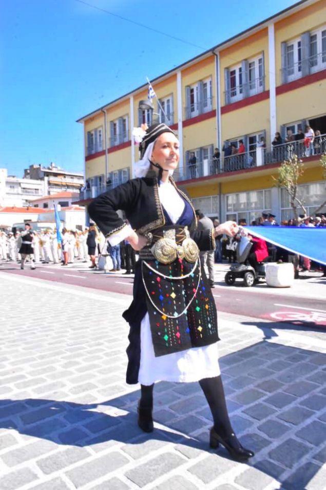 Η κ. Αραμπατζή με την παραδοσιακή Μακεδονική Φορεσιά του Ρουμλουκιού