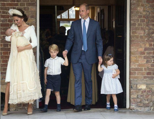 Ο πρίγκιπας Γουίλιαμ με την Κέιτ Μίντλετον και τα τρία τους παιδιά (Dominic Lipinski/Pool Photo via AP)