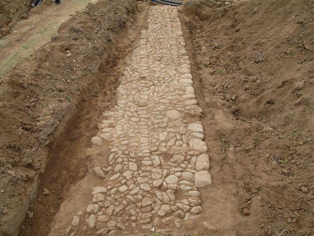 Τα δύο τμηματα που αποκαλύφθηκαν βρίσκονται πολύ κοντά στο ήδη γνωστό τμήμα της αρχαίας Εγνατίας οδού, η οποία διέρχεται από την περιοχή της Π.Ε. Ροδόπης 1χλμ. ανατολικά του Ιάσμου