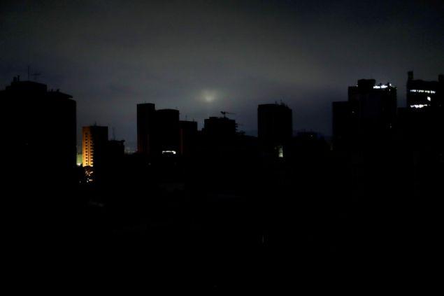 Μεγάλο μέρος της Βενεζουέλας παραμένει στο σκοτάδι μετά τα απανωτά μπλακ άουτ (Φωτογραφία: ΑΡ)