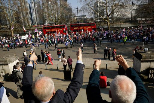 Διαδηλωτές στο κέντρο του Λονδίνου -AP