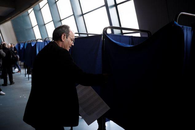 Σύνεδροι του ΚΙΝΑΛ ψηφίζουν για τα νέα όργανα