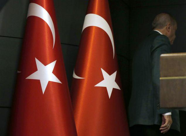 Ο Ερντογάν αποχωρεί από την συνέντευξη Τύπου στην Κωνσταντινούπολη