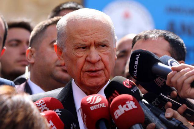 Ο πρόεδρος του MHP Ντεβλέτ Μπαχτσελί μόλις ψήφισε -Φωτογραφία: AP Photo/Ali Unal