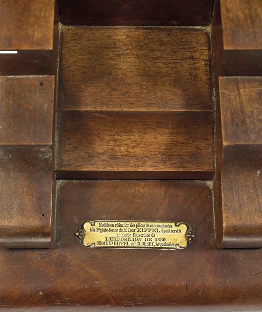 Η μινιατούρα είναι από ορείχαλκο, καρυδιά και παλίσανδρο του Ρίο, το αντίγραφο έχει μήκος 65 εκατοστά
