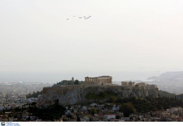 Μαχητικά αεροσκάφη πάνω από την Ακρόπολη -Φωτογραφία: Intimenews/ΚΑΠΑΝΤΑΗΣ ΔΗΜΗΤΡΗΣ