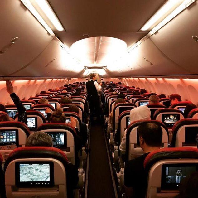 Το εσωτερικό ενός Boeing 737-800 / Φωτογραφία: Facebook