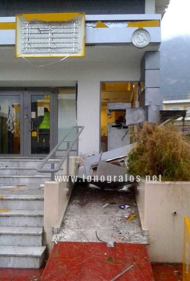 Οι δράστες προκάλεσαν υλικές ζημιές, αλλά δεν μπόρεσαν να πάρουν χρήματα/ Φωτογραφία: fonografos