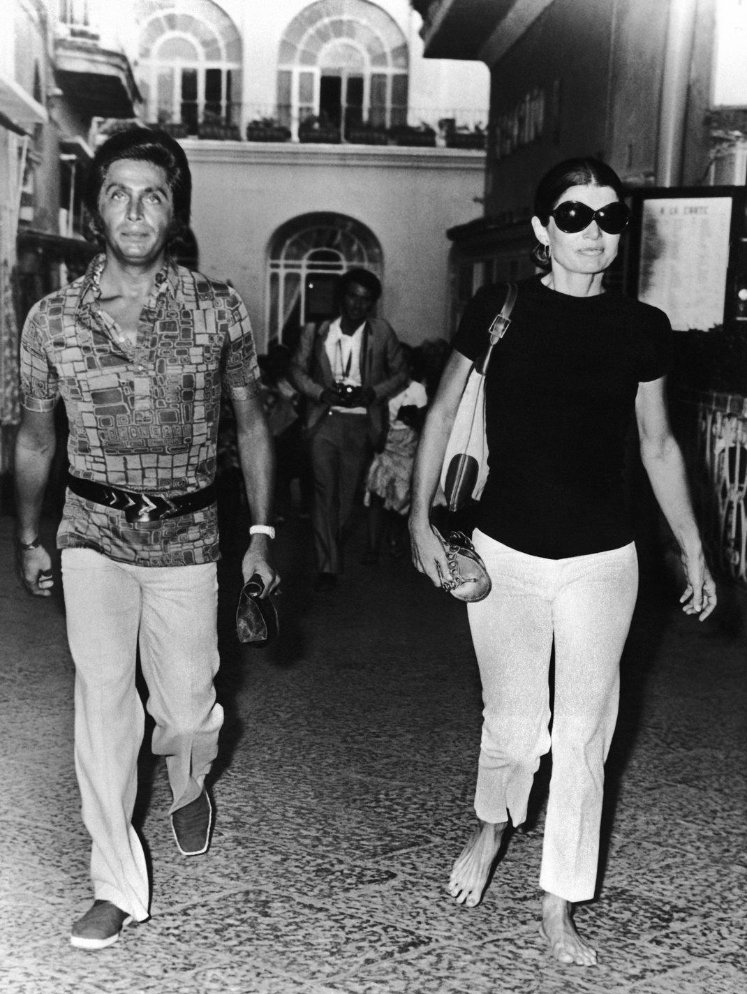 Ο Valentino με την Τζάκι Ωνάσση / Φωτογραφία: AP