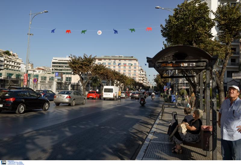 Στολισμένοι δρόμοι στη Θεσσαλονίκη ενόψει ΔΕΘ