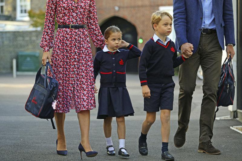 πρίγκιπας Τζορτζ πριγκίπισσα Σάρλοτ στο σχολείο