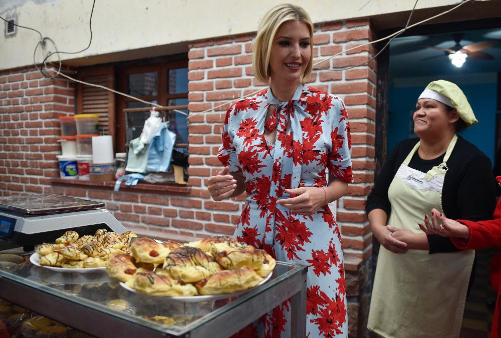Η ΙΒάνκα Τραμπ με την ιδιοκτήτρια του αρτοποιείου