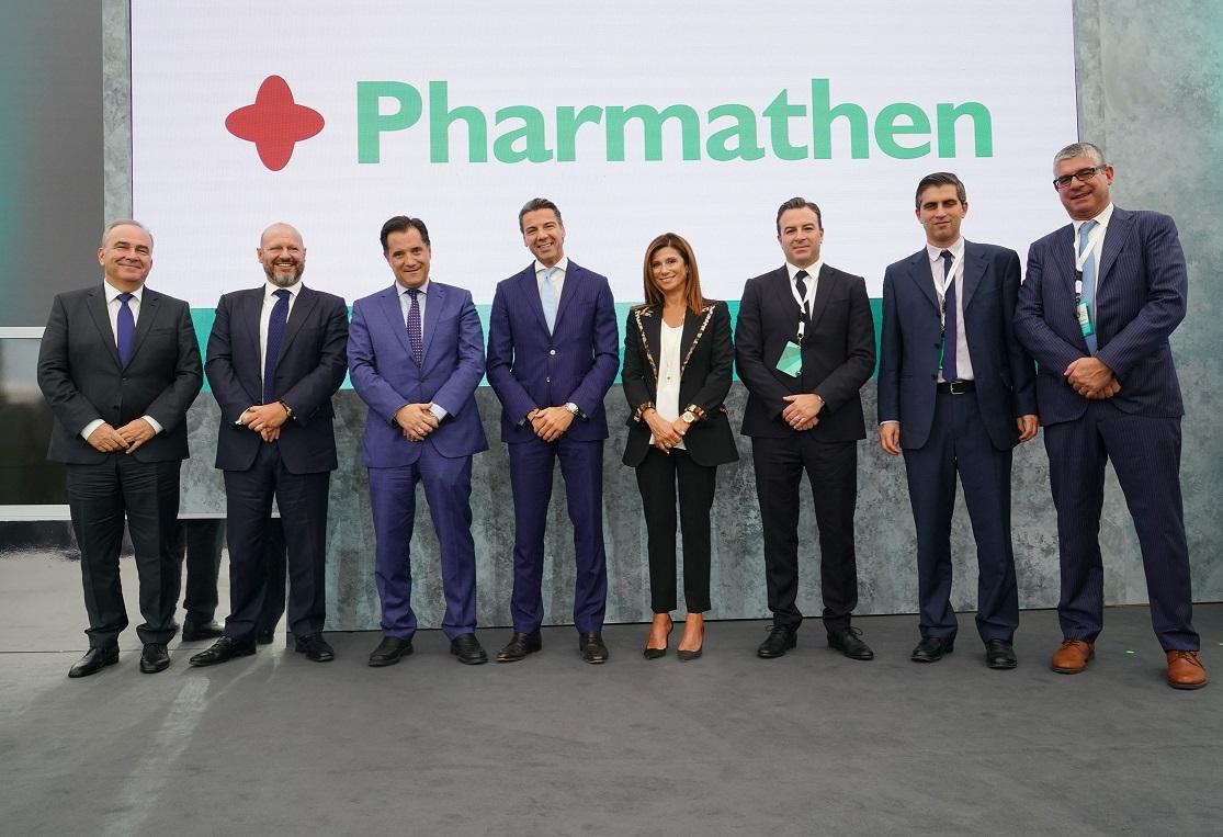 Νίκος Παπαθανάσης (Υφυπουργός Βιομηχανίας & Εμπορίου), Βασίλης Κάτσος (Pharmathen), Άδωνις Γεωργιάδης (Υπουργός Ανάπτυξης & Επενδύσεων), Νίκος Σταθόπουλος, Πρόεδρος Δ.Σ. της Pharmathen και Managing Partner BC Partners, Νέλλη Κάτσου (Pharmathen), Δημήτρης Καδής, Διευθύνων Σύμβουλος της Pharmathen, Χρίστος Δήμας (Υφυπουργός Έρευνας & Τεχνολογίας), Γιάννης Τσακίρης (Υφυπουργός Ιδιωτικών Επενδύσεων, Συμπράξεων Δημοσίου & Ιδιωτικού Τομέα)