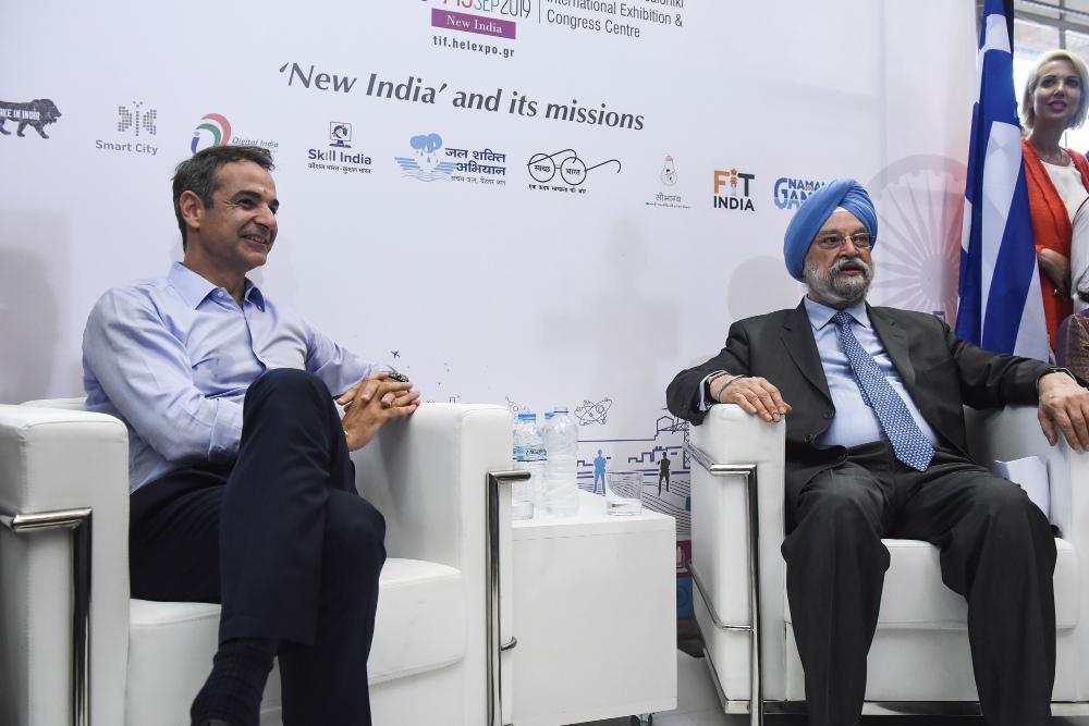 Ο Κυριάκος Μητσοτάκης με τον Ινδό υπουργό Εμπορίου Hardeep Singh Puri