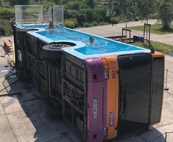 Λεωφορείο πισίνα