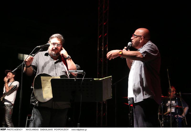 Ο Λαυρέντης Μαχαιρίτσας στην σκηνή με τον Γιάννη Ζουγανέλη